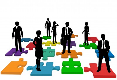 HR-issues-and-soltns-w-people-on-puzzle-pieces
